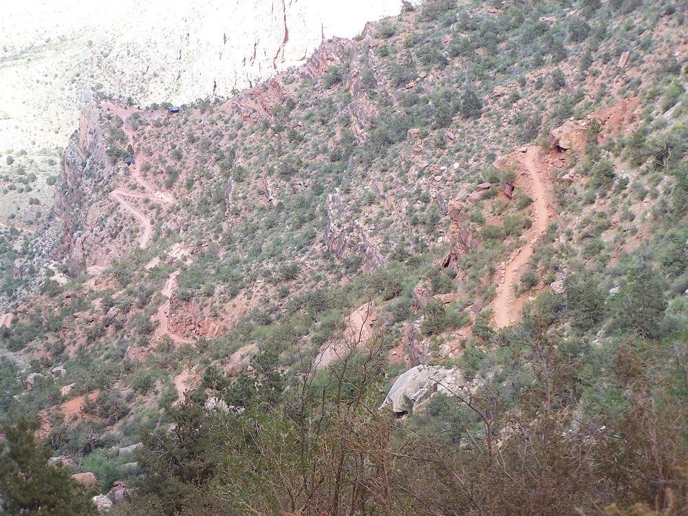 The trail to the first watering hole on Bright Angel Trail
